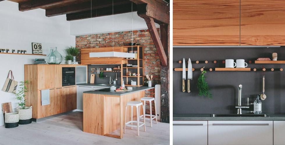Holzküche in hellbraun
