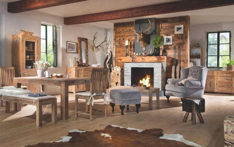 Dnevna soba iz masivnega lesa, v rjavi barvi