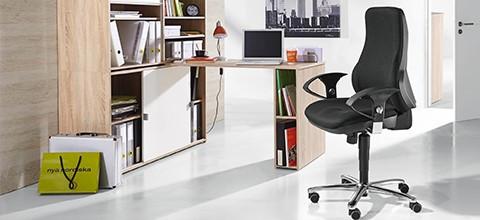 XXXLutz nabízí výhodné sestavy s psacím stolem s integrovaným úložným prostorem.