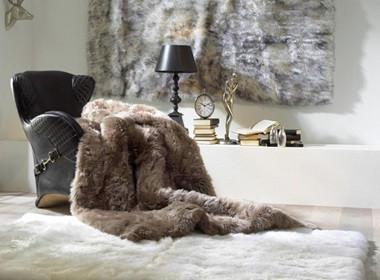 Topla krznjena odeja v sivo-rjavi barvi