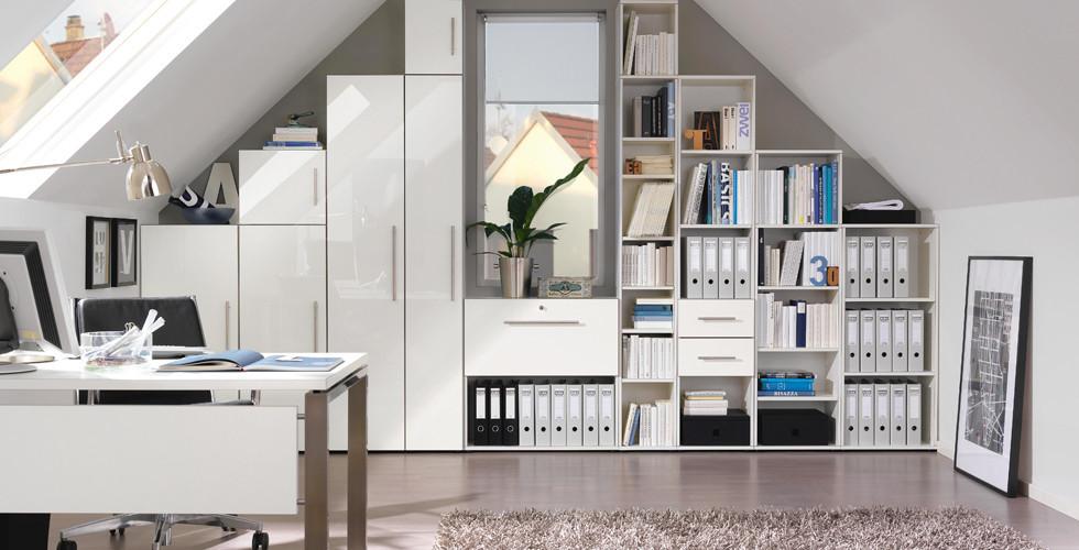 Funktionelle Arbeitszimmer mit viel Stauraum und Struktur bei XXXLutz.