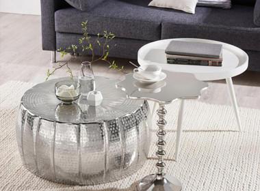 Luksuzna klubska mizica v kovinskem stilu.