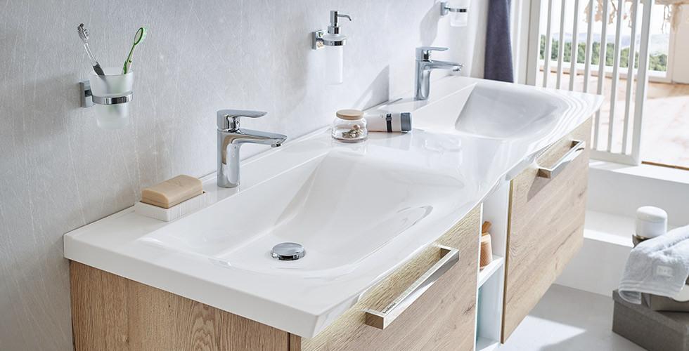 Doppelwaschbecken aus Keramik weiß