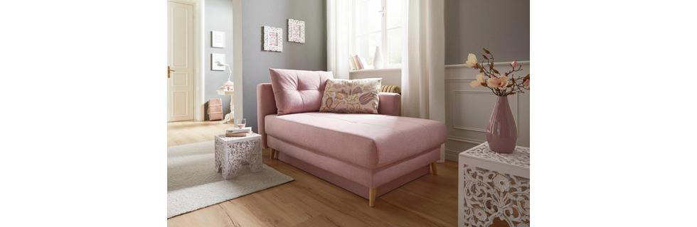 Romantična sedežna garnitura v pastelni roza barvi