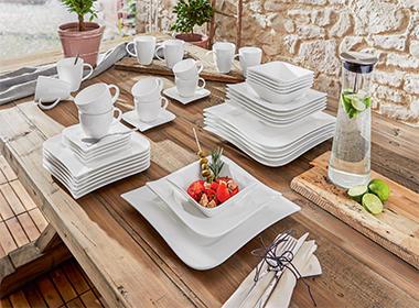 bijeli kvadratni servis za jelo