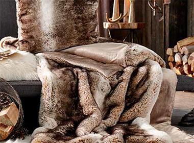 Mekani jastuk i ugodna krznena deka Lesnina XXXL