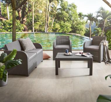 Outdoormöbel Kunststoffgeflecht Braun Pool Urlaub Palmen Terrasse