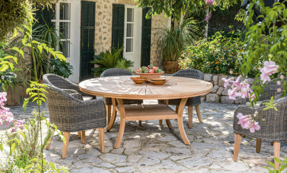 Gartenmöbel im Toskana- Stil