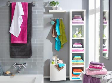 Pisane brisače v moderni kopalnici