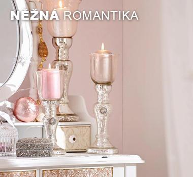 Vánoční dekorace v odstínech růžové