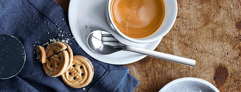 Espressotasse weiß mit Löffel