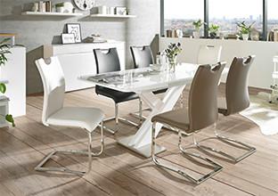 Moderan stol i stolice za blagovaonicu.