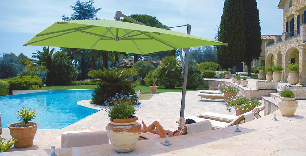 Sonnenschutz durch einfache Sonnenschirme, Ampelschirme oder kreative Lösungen bei XXXLutz.