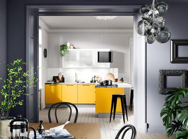 Kuhinja v močni rumeni barvi