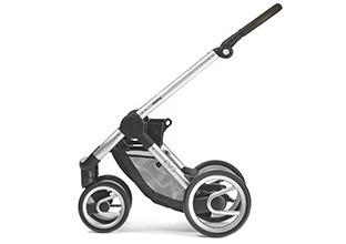Kinderwagengestell mit Fangkorb ohne Aufsatz.