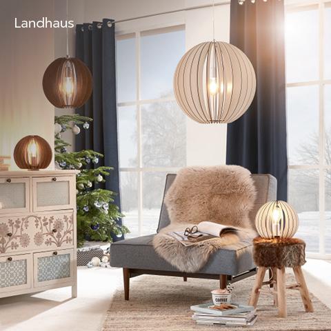 Warme und gemütliche Wohnatmosphäre mit Lampen und Leuchten mit  rustikalen Holzelementen - Landhaus - Stil