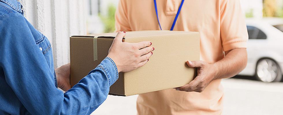 Online Versand - Lieferung - Paket