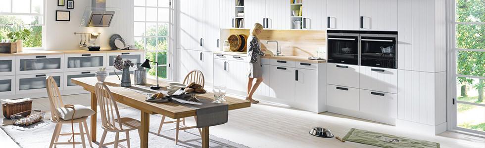 Eine Wohnküche Ist U2013 Wie Der Name Bereits Erahnen Lässt U2013 Eine Kombination  Aus Wohnraum Und Küche. Dabei Präsentieren Sich Die Küchen Offen Und Gehen  ...