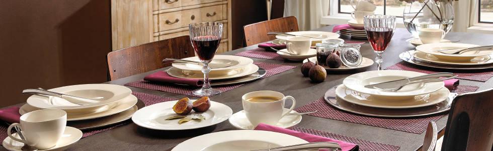 Bijelo posuđe za klasično uređenje stola