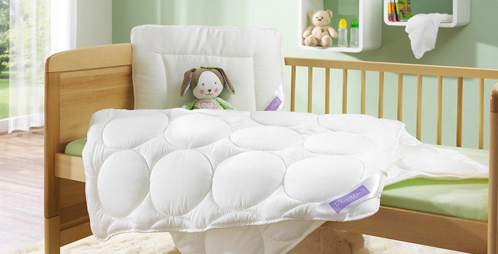 Babytextilien wie z.B. eine hochwertige Babydecke sorgen für einen angenehmen Schlaf Ihres Babys. Finden Sie bei XXXLutz eine XXXL-Auswahl an Qualitäts-Textilien.