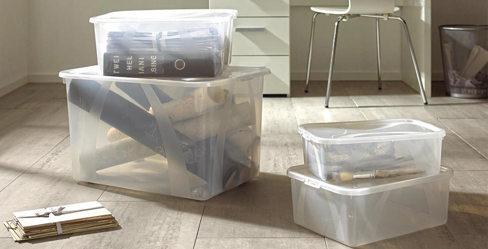 Stapelbare Aufbewahrungsboxen in unterschiedlichen Größen gibt es bei XXXLutz.