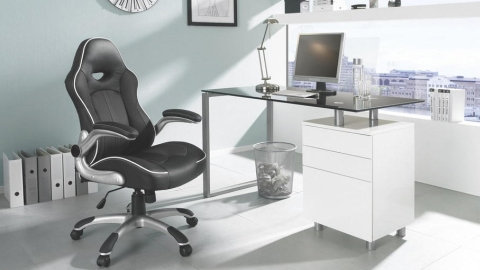 crna uredska stolica