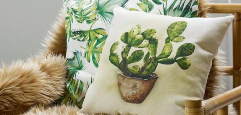 Kissenüberzüge mit tropischem Print