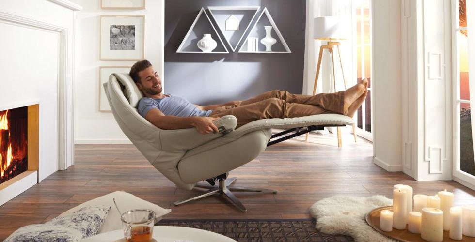 Kvalitní relaxační křeslo přírodní, elektricky nastavitelné, v XXXLutz.