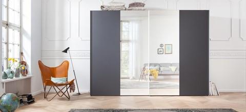 Šatní skříně s posuvnými dveřmi v XXXLutz.