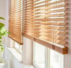 Jalousien aus Holz für Ihr Fenster.