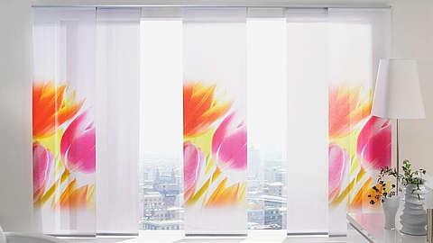 Bijele panel zavjese sa šarenim cvjetovima