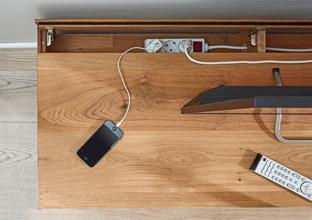 Neviditelné vedení kabelů v obývacím pokoji