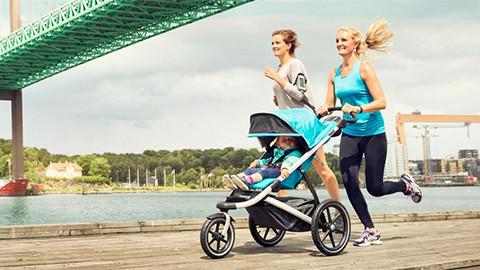Sportkinderwagen blau mit Jogger