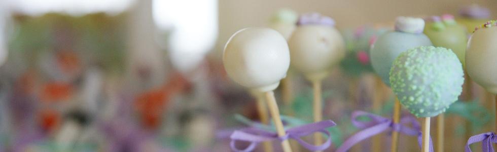 Cake pops in weiß und türkis