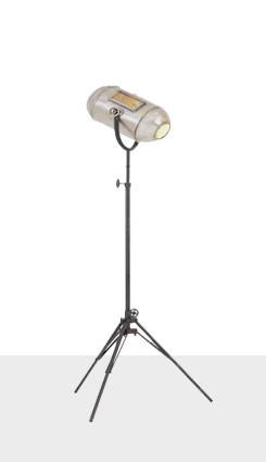stojací lampa železna