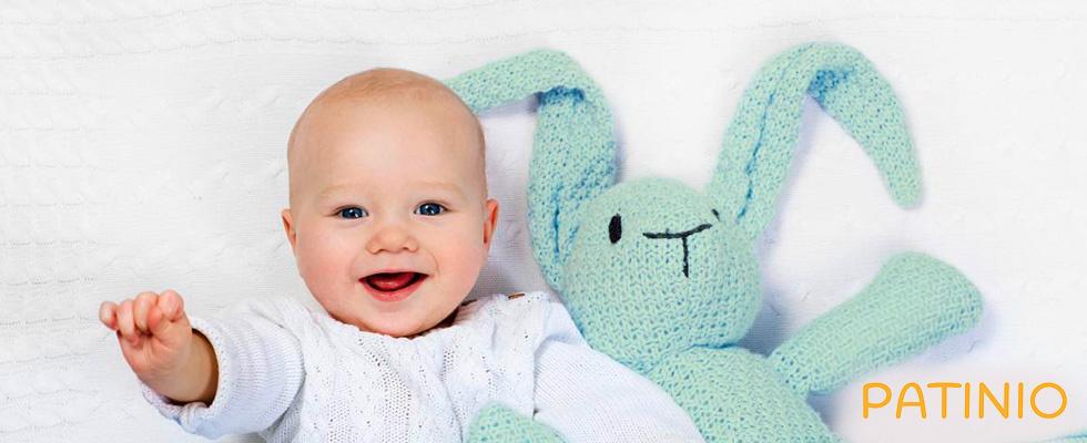 Lachendes Baby und Teddy von PATINIO