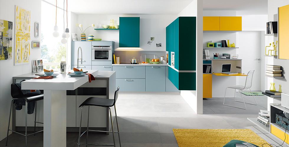 Gelb Blauer Wohn Essbereich, Ein Stil. Braunes, Modernes Esszimmer ...