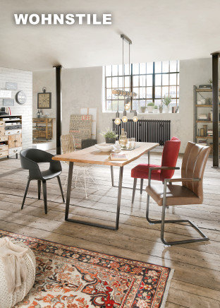 Wohnstile Esszimmer Braun Rot Grau Sesseln Tisch Dekoration