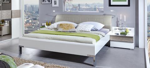 Klasické, ale pěkné, postele v XXXLutz.
