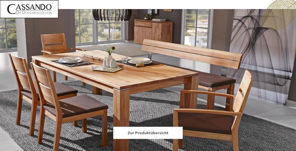 Esstisch und Sessel aus Holz mit brauner Polsterauflage