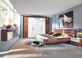 Objevte v XXXLutz nejkrásnější ložnici z ořechového dřeva.