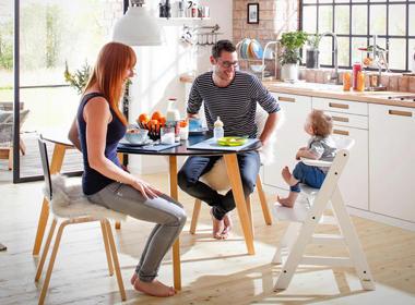 Otroški trip trap stolček v beli barvi