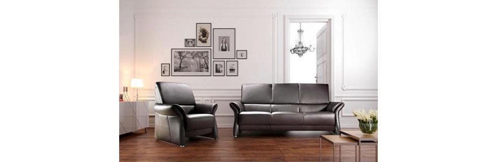 Moderna sedežna garnitura v črni barvi