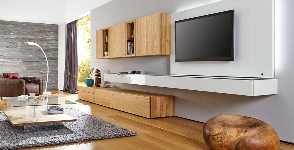 Obývací stěny z různých materiálů a kombinací materiálů najdete v XXXLutz.