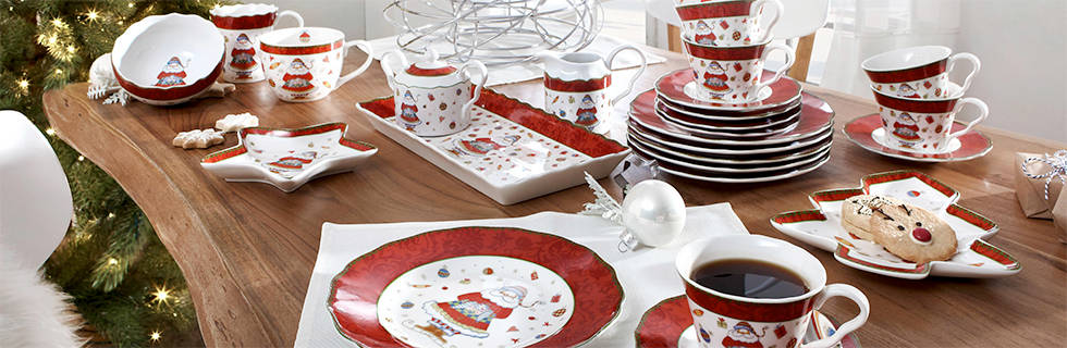 božićni ugođaj za blagdanskim stolom