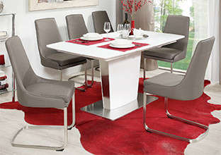 Bijeli blagovaonski stol sa taupe stolicama