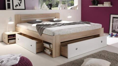 drveni krevet s ladicama