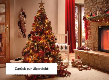 Weihnachtlich dekorierter Christbaum