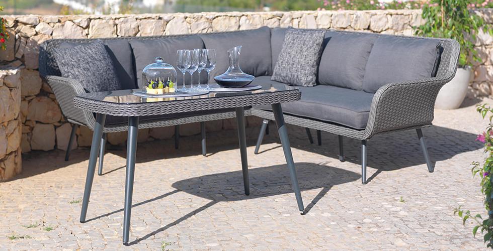 Lounge-Sitzecke mit Tisch