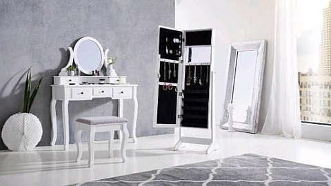 Bijeli stolić za šminkanje i ormarić za nakit s ogledalom